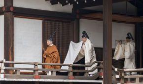 У традиційному вбранні та за участю всіх гілок влади Японії: як Акіхіто зрікається престолу