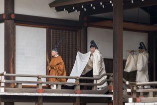 В традиционном наряде и с участием всех ветвей власти Японии: как Акихито отрекается от престола