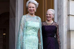 Красуні у вечірніх сукнях: королева Маргрете ІІ привітала сестру принцесу Бенедикту з 75-річчям