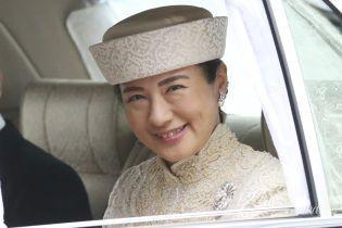 В молочном кружевном платье и шляпе: роскошный образ будущей императрицы Японии