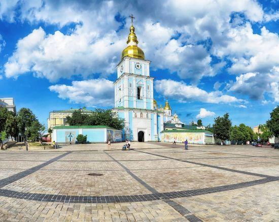 Із Константинополя в Київ привезли святі реліквії