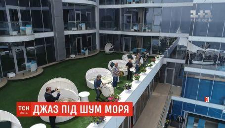В Одессе духовой оркестр устроил флешмоб к Международному дню джаза