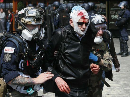 Першотравнева Франція: у Парижі сталися сутички між поліцією і мітингувальниками