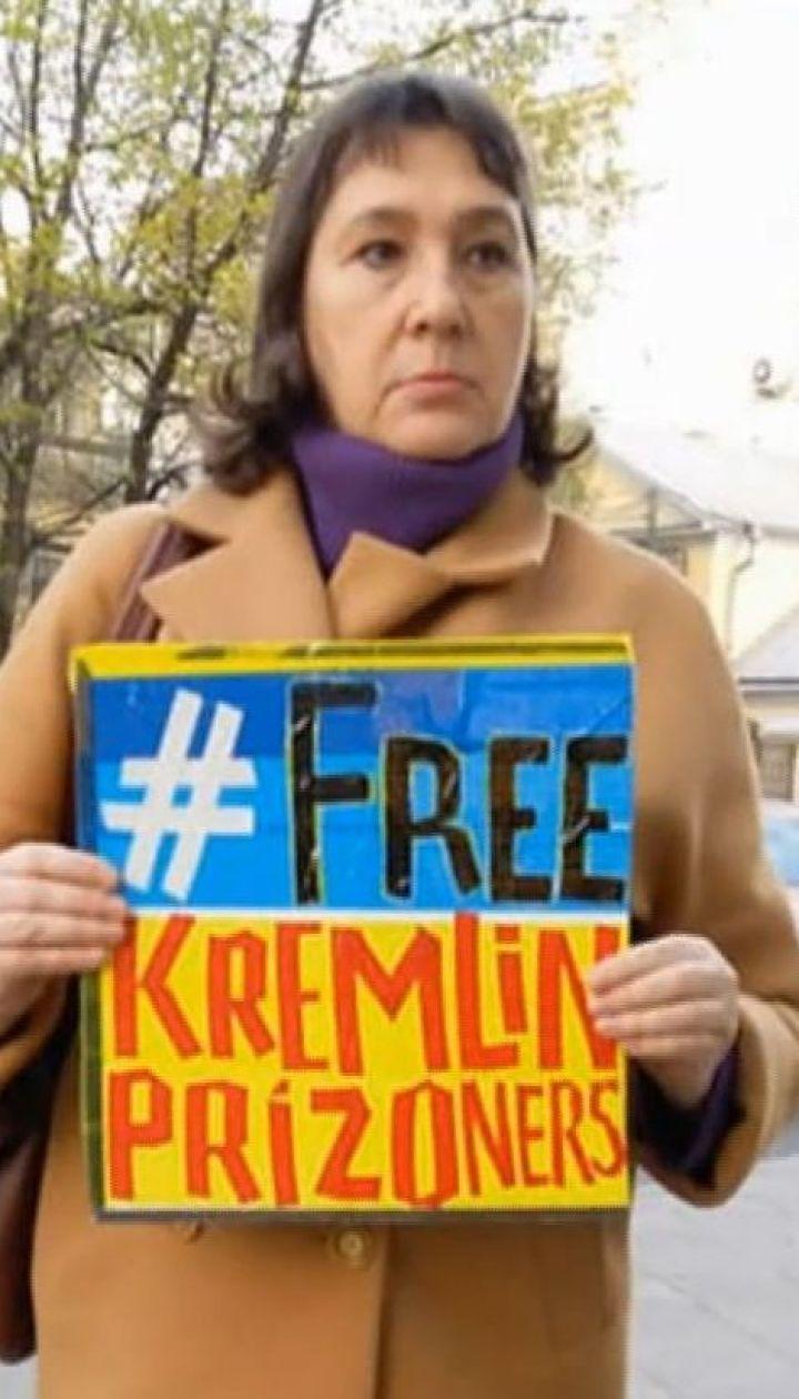 """""""За свободу в'язнів путінського ГУЛАГу"""". У Москві провели одиночні пікети на підтримку політв'язнів"""