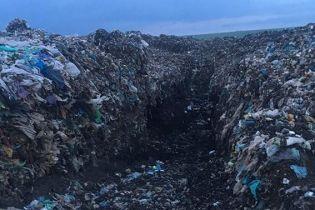 Под Николаевом девятилетнего мальчика завалило мусором на свалке