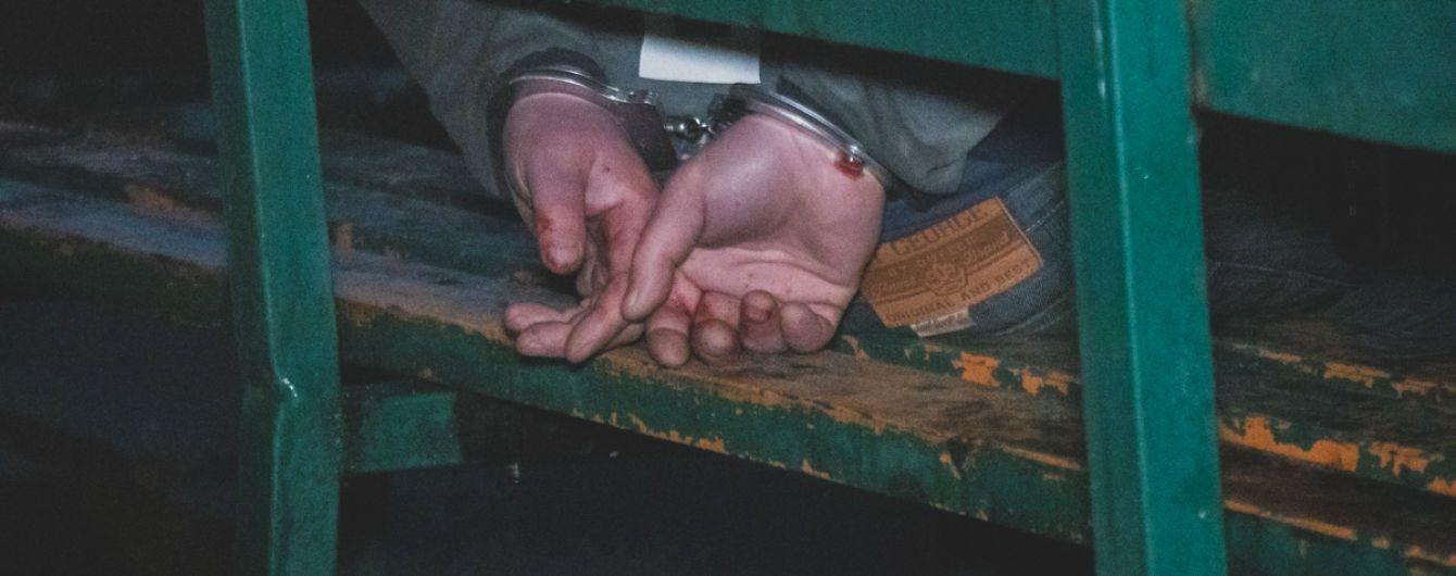 В Киеве пьяный мужчина порезал правоохранителя ножом, скрываясь от преследования полиции - СМИ
