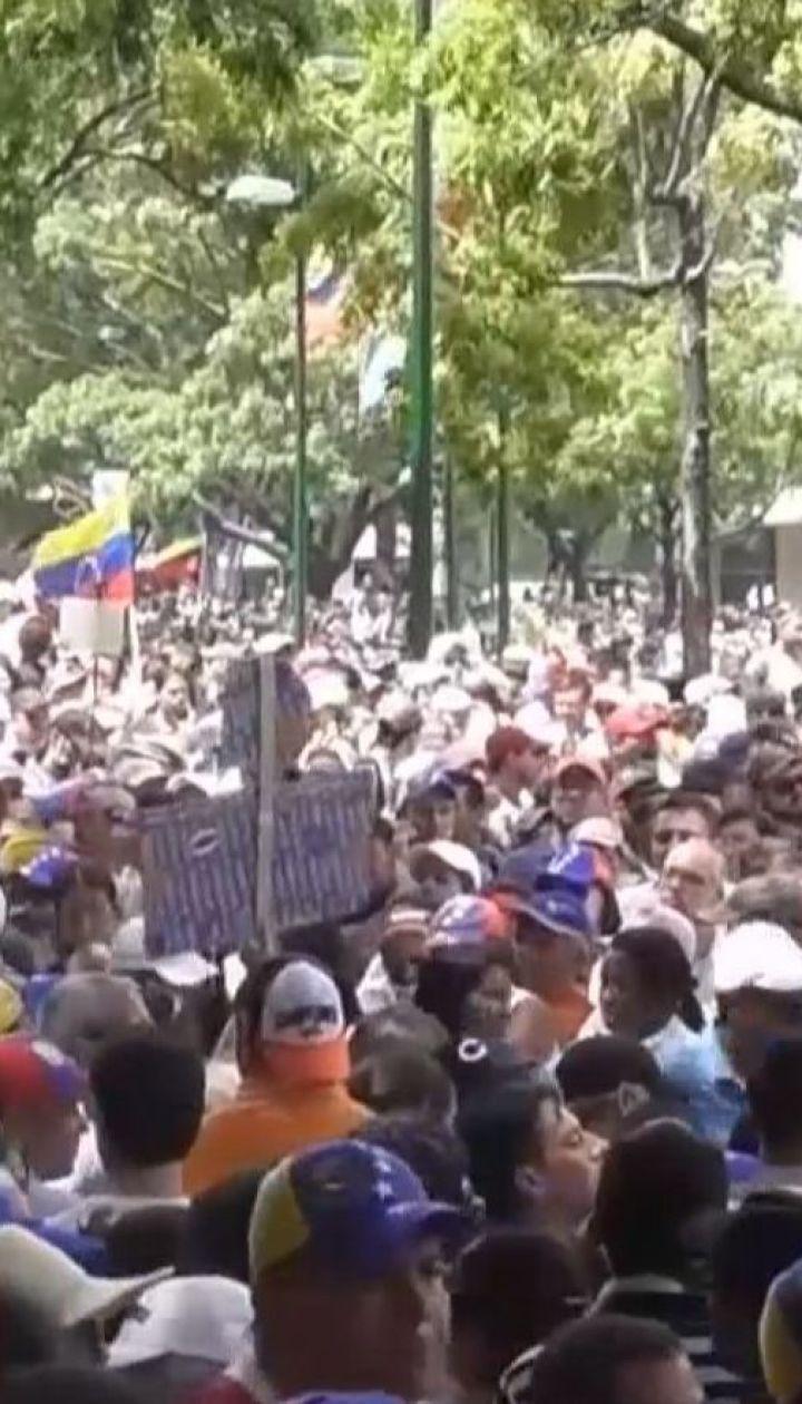 Венесуэлу охватили новые протесты: от пули силовиков погибла 27-летняя женщина
