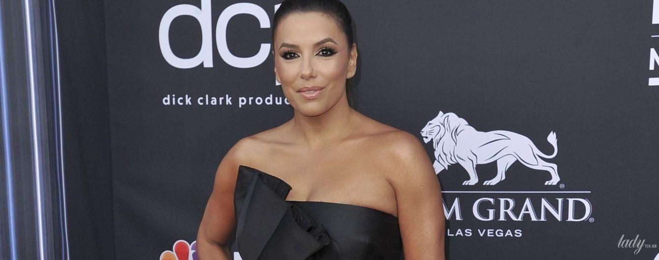 Показала трусы и переборщила с автозагаром: Ева Лонгория на Billboard Music Awards