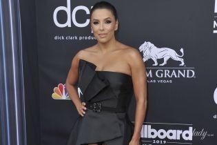 Показала труси і переборщила з автозасмагою: Єва Лонгорія на Billboard Music Awards