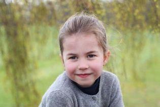 В Сети появились новые фото подросшей принцессы Шарлотты, похожей на Елизавету II как две капли