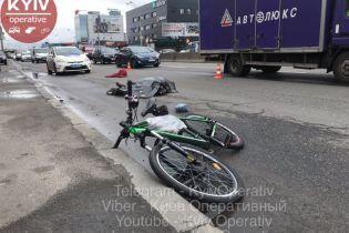 У столиці вантажівка збила насмерть велосипедиста