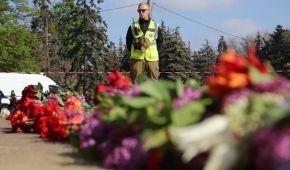 Екс-регіонали прийшли із квітами на порожнє Куликове поле в Одесі. Ситуація спокійна