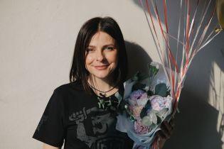 """Оксана Муха впервые пришла в квартиру, которую она выиграла на """"Голосі країни-9"""""""