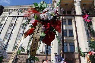 В Одесі на Куликовому полі поліцейські затримали неповнолітню із забороненою символікою на одязі