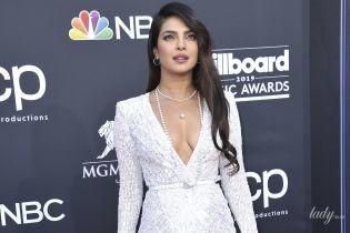 Показала бюст и ноги: Приянка Чопра в сексуальном платье позировала перед фотографами