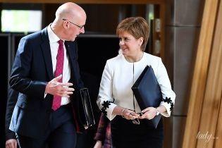 В белом жакете с цветочными аппликациями: эффектный аутфит первого министра Шотландии