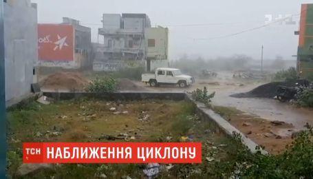 """В ожидании смертоносного шторма: на Индию движется тропический циклон """"Фанни"""""""