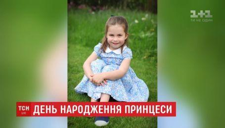 Кейт Миддлтон опубликовала фотографии своей дочери принцессы Шарлотты