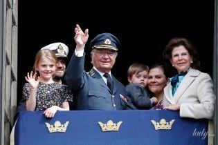 Хай живе король: шведська королівська сім'я зібралася на балконі з нагоди дня народження монарха