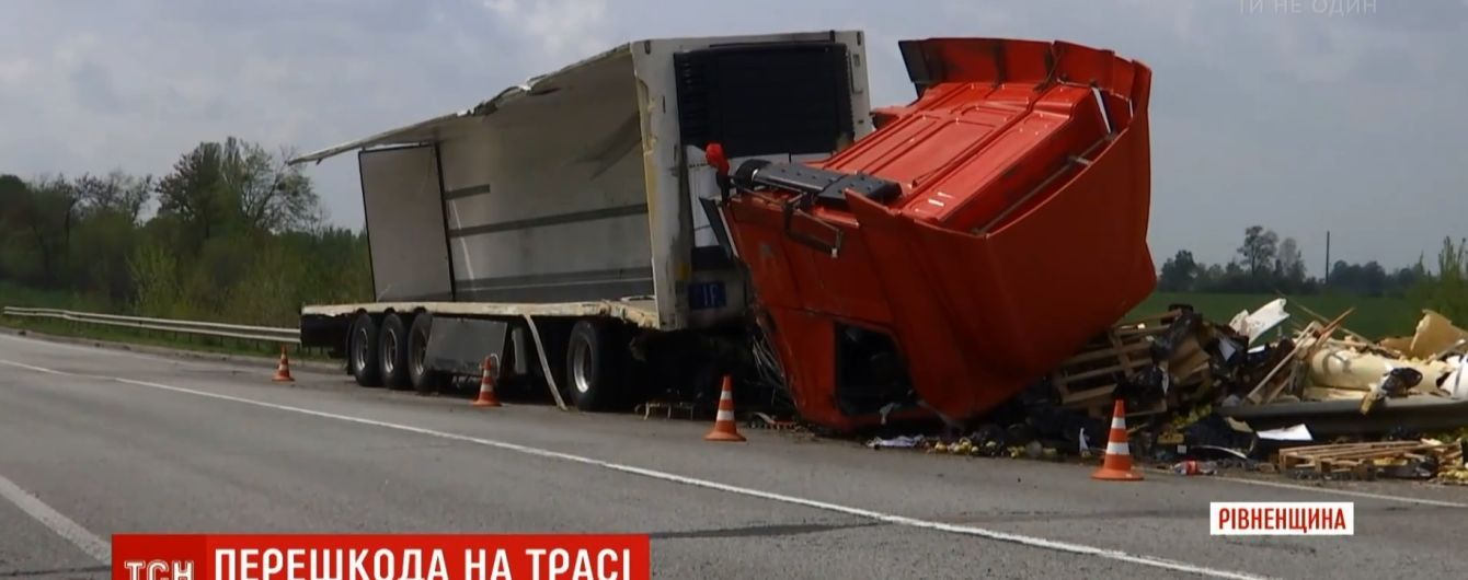 В правительстве подготовили новое решение для украинских дорог, которое уберет аварийные левые повороты