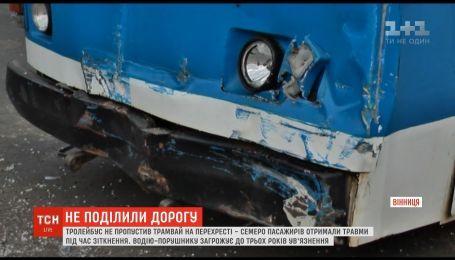 У Вінниці зіштовхнулися трамвай та тролейбус, є травмовані