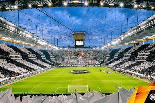 """Фанаты """"Айнтрахта"""" неистово поддержали команду в Лиге Европы и выступили за стоячие места"""