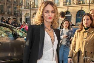 В белом платье и с красной помадой: красивая Ванесса Паради на вечеринке Chanel