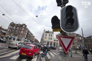 В Амстердаме рассказали, когда полностью запретят топливные авто