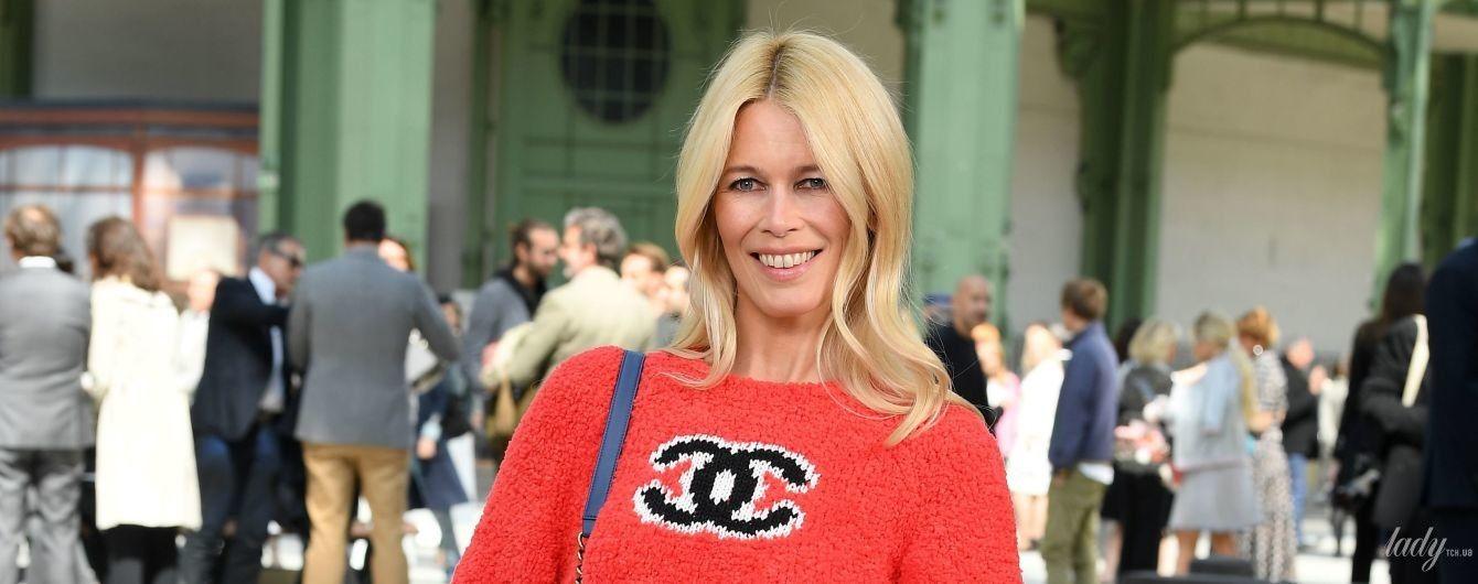 Які ноги: Клаудія Шиффер у джинсах-скіні та на підборах приїхала на шоу Chanel