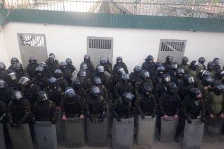 Важко травмований охоронець і заборонені речі: чиновники розповіли подробиці бунту ув'язнених у Черкасах