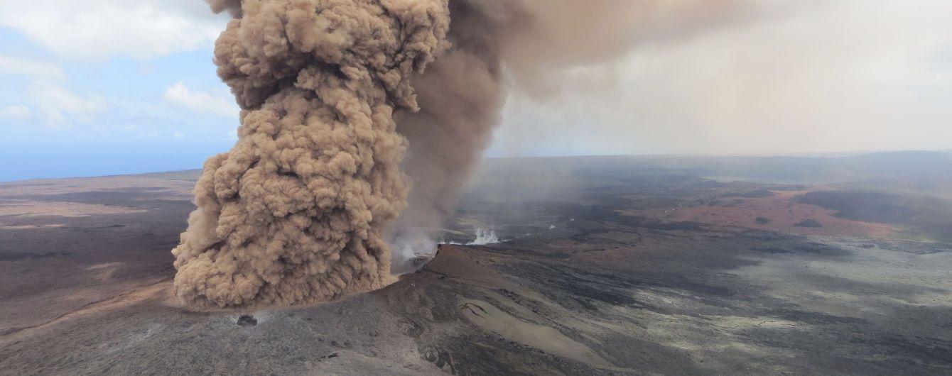 На Гавайях мужчина выжил после падения в кратер самого активного в мире вулкана