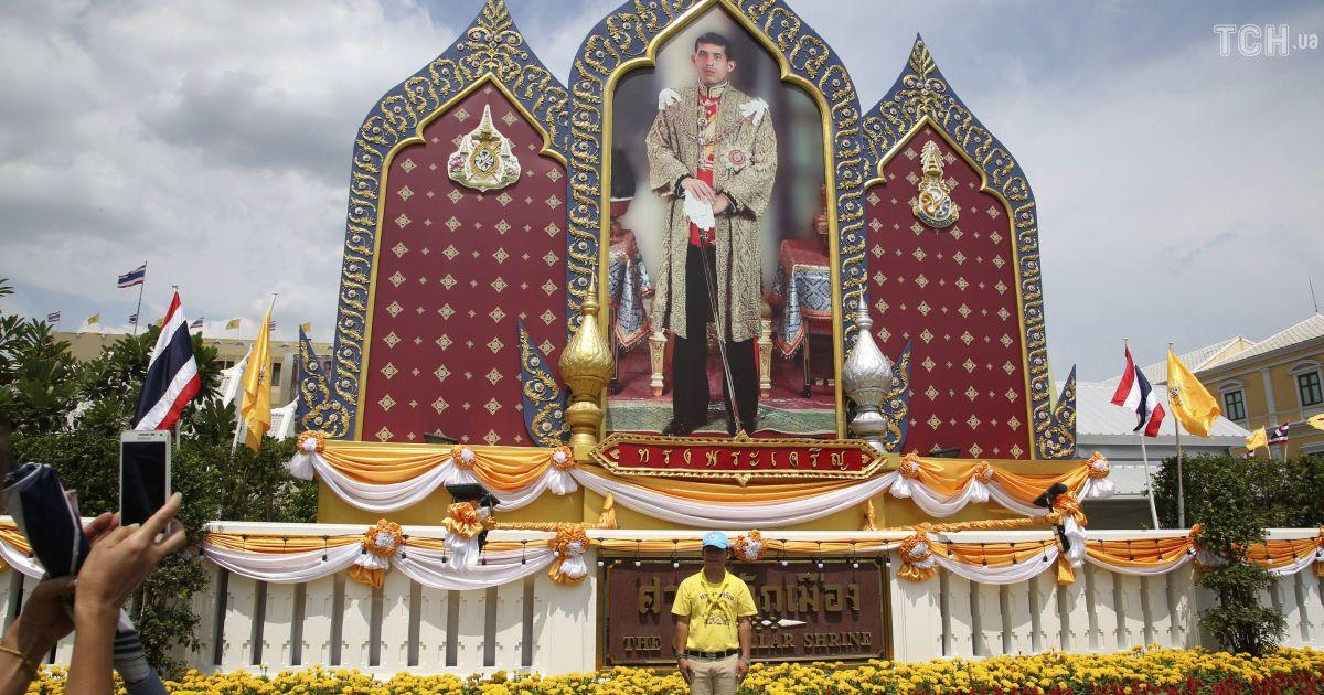 В Таиланде короновали нового монарха