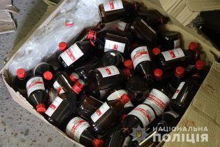 На Прикарпатті група молодиків незаконно збувала спирт, що виготовлявся в антисанітарних умовах