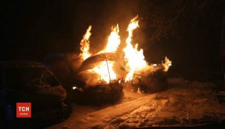 Сразу три автомобиля сгорели в Харькове