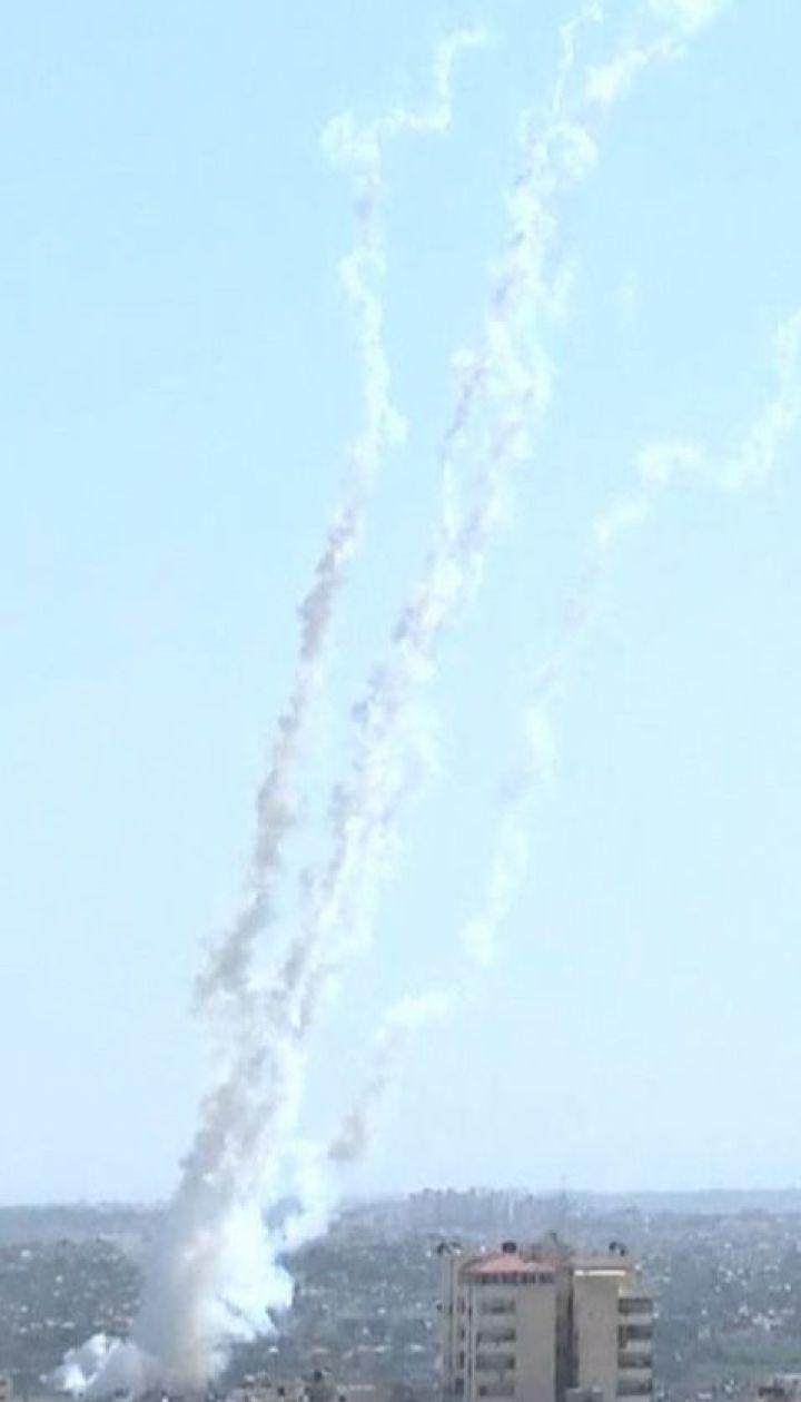 Массированный ракетный обстрел юга Израиля: из сектора Газы выпустили более 100 ракет