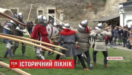 Мечі, самогон і пісні про любов: історичний пікнік організували у Кам'янці-Подільському