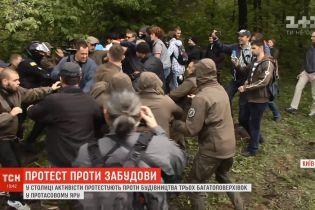 Страсти в столице: противники застройки Протасового яра валили забор и перекрывали дорогу