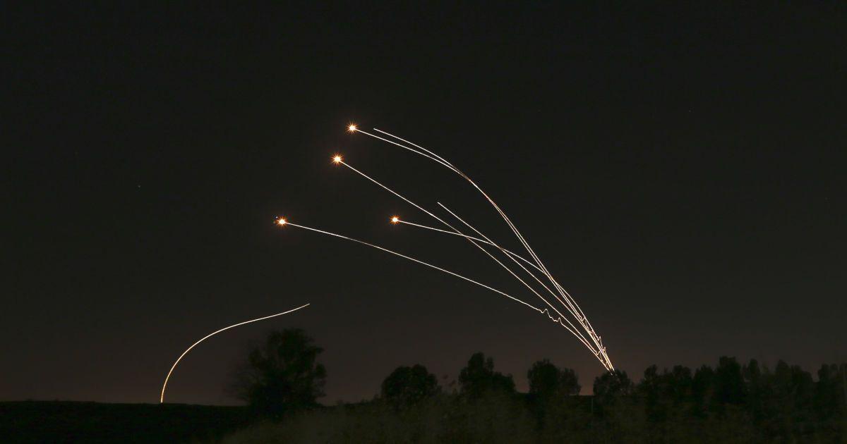 Ізраїль завдав ракетних ударів по околицях Дамаска, є поранені: відео