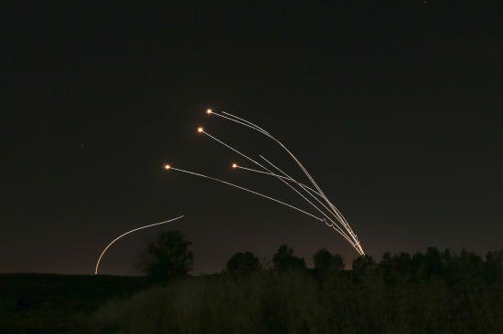 Ізраїль перехопив близько десяти ракет з Палестини та завдав ударів у відповідь