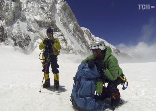 Кількість загиблих на тлі великої черги на Еверест збільшилася до 11