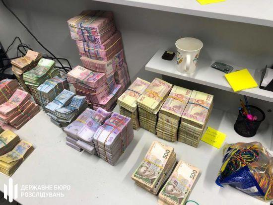 У Львові через тіньовий конвертцентр щомісяця виводили півмільярда гривень: причетна ДФС