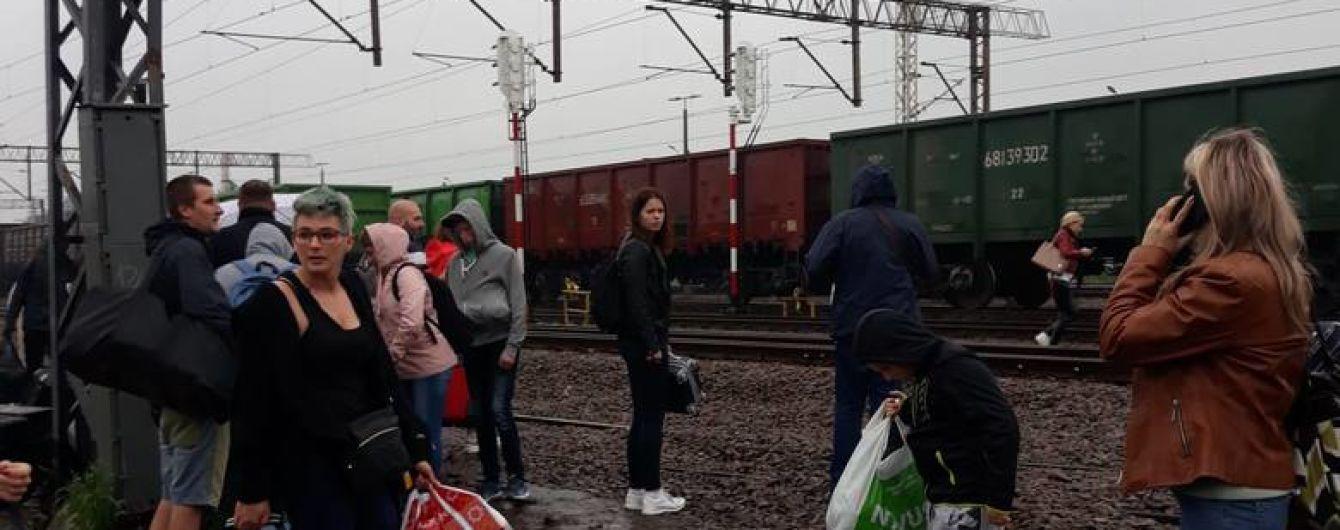 Польские таможенники эвакуировали пассажиров поезда Киев-Перемышль из-за подозрительного чемодана