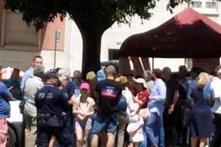 """В Португалии участники акции """"Бессмертный полк"""" напали на украинцев"""