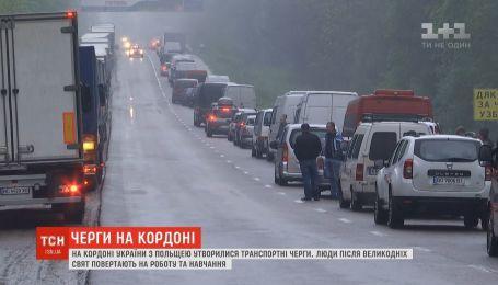 Паралізований кордон: після великодніх свят люди масово повертаються до Польщі