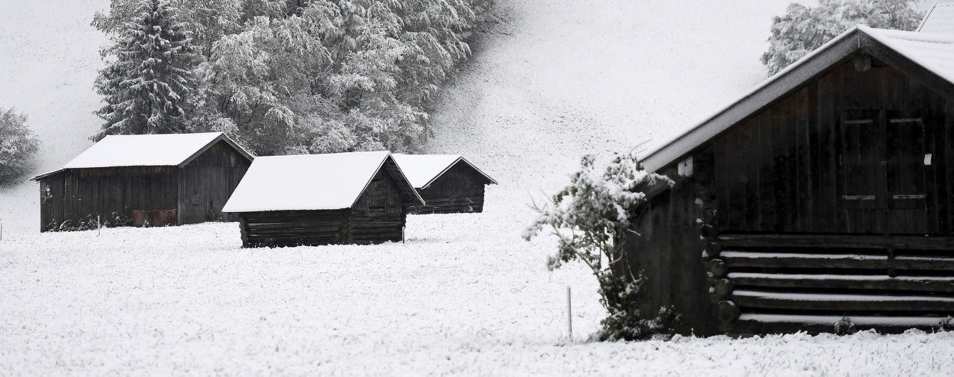 Сніг посеред весни: Європу накрила хурделиця