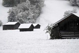 Снег посреди весны: Европу накрыла метель