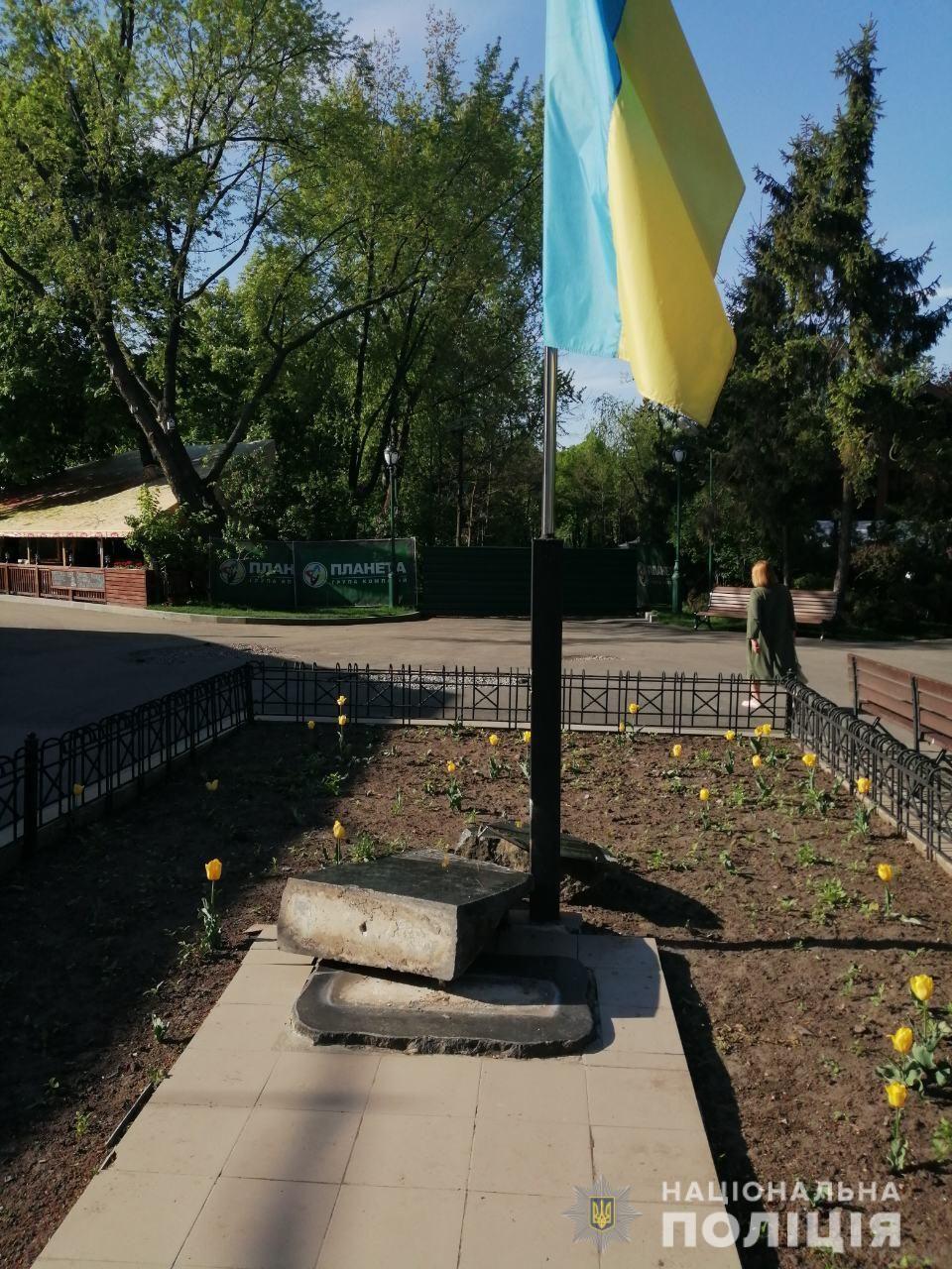 потрощений памятник у Харкові