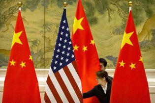 Китай пригрозил компаниям, которые поддержат запрет США продавать технологии - NYT