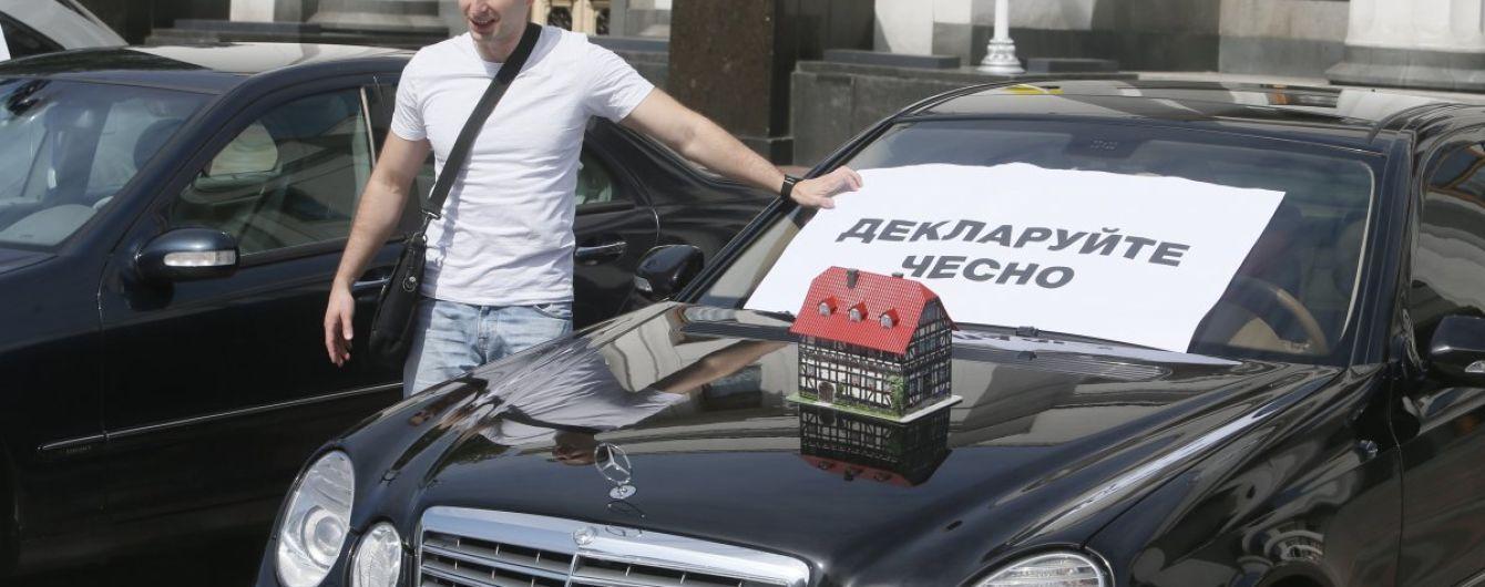 У Зеленского выступили за всеобщее декларирование доходов. Что предлагают и кого освободят