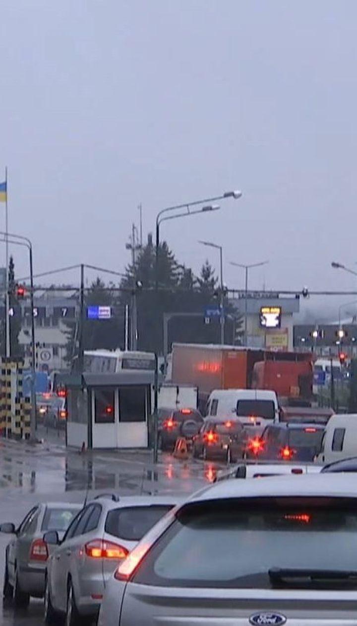 Черга машин на кордоні з Польщею розтягнулася на кілька кілометрів